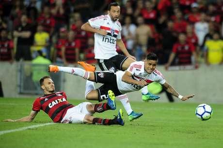 """A """"lei do ex"""" não falhou no confronto entre Flamengo e São Paulo; no Maracanã, o meia Everton marcaria o gol da vitória do tricolor do Morumbi"""
