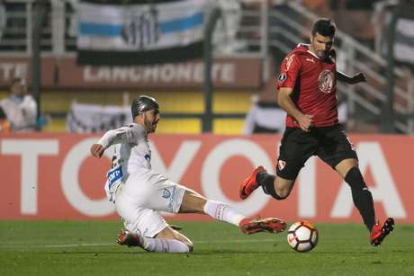O confronto entre Santos e Independiente (ARG) terminou empatado na ida e na volta, mas a escalação irregular do atleta Carlos Sánchez pelo clube brasileiro deu uma vantagem de 3 gols para o time argentino no jogo de volta