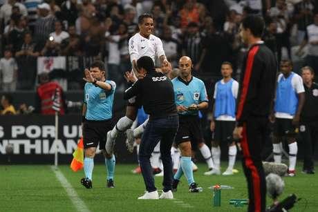O Corinthians, sob comando do recém-contratado Jair Ventura, venceria o Flamengo na semi-final da Copa do Brasil, indo para a final da competição contra o Cruzeiro