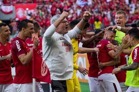 O Internacional, comandado pelo técnico Odair Hellmann, fez uma disputa acirrada pela liderança contra o São Paulo por algumas rodadas do Brasileirão