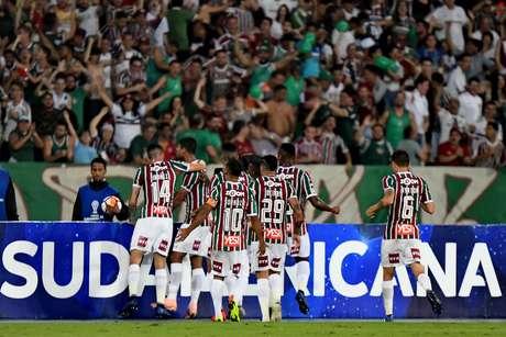 Gum comemora o seu gol contra o Nacional (URU) no jogo de ida; o Fluminense venceria o time uruguaio fora de casa por 1 a 0 para garantir a classificação para a próxima fase