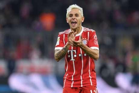 Rafinha foi titular do Bayern (Foto: CHRISTOF STACHE / AFP)