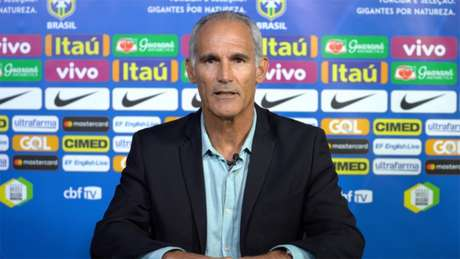 Carlos Amadeu divulgou a relação dos 23 atletas nesta quinta-feira (Leandro Lopes)