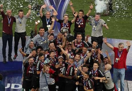 Após vencer o Junior Baranquila (COL) nos pênaltis, o Atlético-PR se sagrou o campeão da Copa Sul-Americana