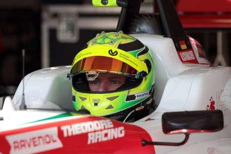 """Ferrari estará """"sempre de portas abertas"""" para Mick Schumacher"""