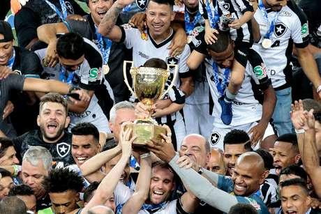 O Botafogo conquistou o título do Campeonato Carioca em cima do seu rival Vasco, nos pênaltis, por 4 a 3