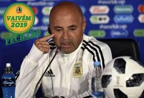 Jorge Sampaoli trabalhando pela seleção argentina, onde ficou entre 2017 e 2018 e não foi bem (Foto: AFP)