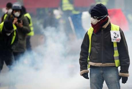 Protesto reuniu manifestantes vestidos com coletes amarelos em Paris