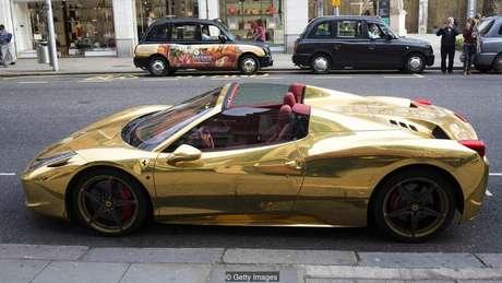 Muitos ganhadores usam o dinheiro para comprar carros de luxo