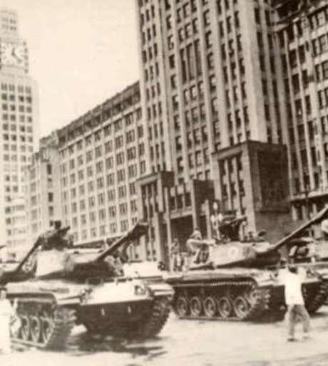 Tanques de guerra nas ruas do Rio de Janeiro, em abril de 1964