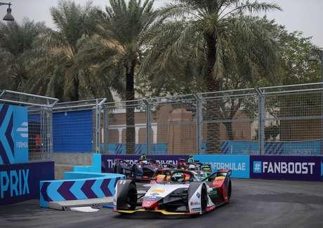 Em dia caótico, Lucas di Grassi foi o piloto que mais ganhou posições em Riad