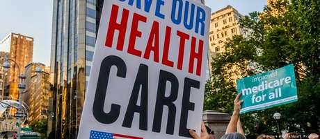 Manifestantes protestam em prol do Obamacare em Washington