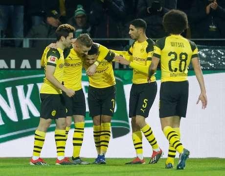 Jogadores do Borussia Dortmund comemoram gol sobre o Werder Bremen