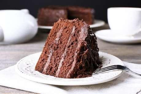 Fatia de bolo de chocolate fofinho