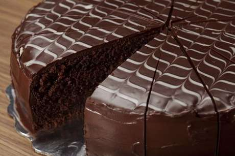 Bolo de chocolate fofinho com cobertura