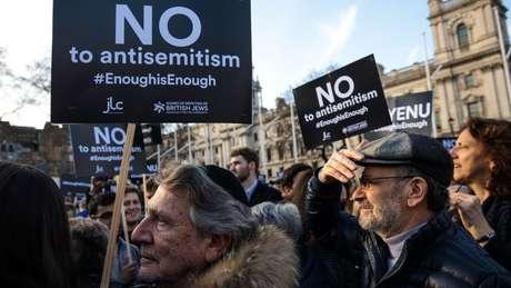 Em março, manifestantes se reuniram em frente ao parlamento britânico para exigir que o Partido Trabalhista faça mais para combater o antissemitismo