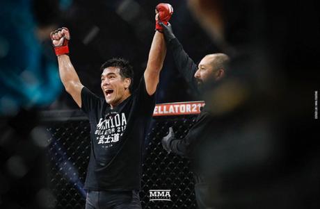 Lyoto Machida venceu o compatriota Rafael Carvalho por decisão dividida (Foto: Esther Lin/MMA Fighting)