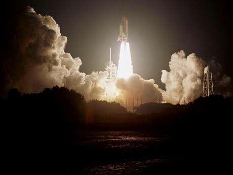 Lançamento do Columbia, em 1999, antes da miniaturização de aparelhos espaciais; a nave explodiria em missão anos depois