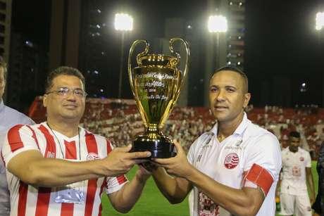 Jogadores do Náutico comemoram vitória em amistoso contra o Newell's Old Boys, da Argentina