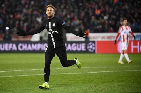 Ainda lesionado, Neymar desfalca PSG na Copa da Liga Francesa (Foto: AFP)