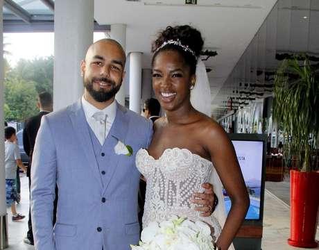 Iza e o noivo Sergio Santos (Foto: Wallace Barbosa/AgNews)