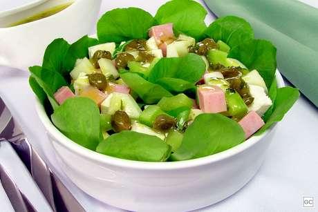 Salada de aipo e alcaparras