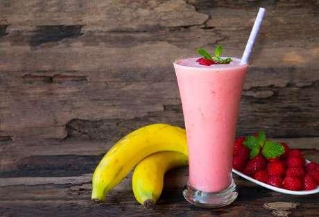 Sucos para curar ressaca de banana com framboesa