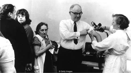 Epidemia de 1968 espalhou-se rapidamente pelo mundo, infectando mais pessoas do que a gripe de 1918 - mas causando muito menos mortes