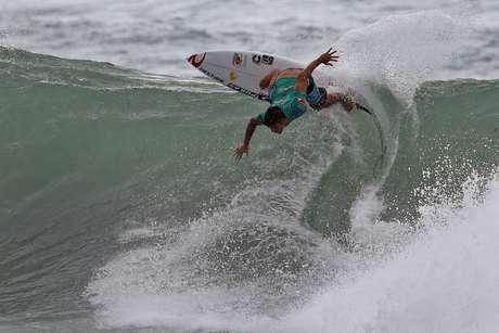 O surfista Gabriel Medina, durante sua bateria na etapa do O´NEILL SP PRIME MARESIAS BEACH, na Praia de Maresias, litoral Norte de São Paulo.