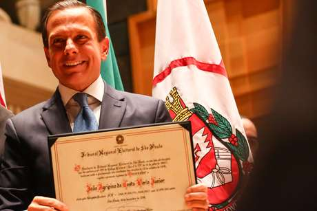 Governador eleito João Doria (PSDB) é diplomado durante cerimônia realizada pelo Tribunal Regional Eleitoral, na Sala São Paulo, região central de São Paulo (SP), nesta terça-feira (18).