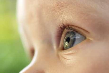 Teste do olhinho tradicionalnão é suficiente para detectar doenças oculares em bebês, aponta estudo