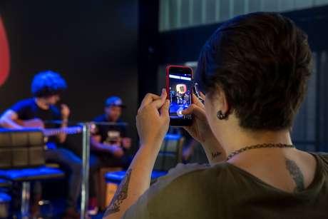 Expectadora registra show com o celular