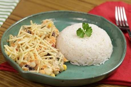 Salpicão de frango simples servido com arroz branco