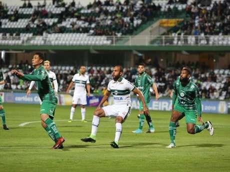 Alecsandro em ação pelo Coritiba em 2018.