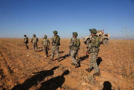 Militares norte-americanos e turcos participam de operação conjunta na Síria 01/11/2018 Courtesy Arnada Jones/U.S. Army/Handout via REUTERS