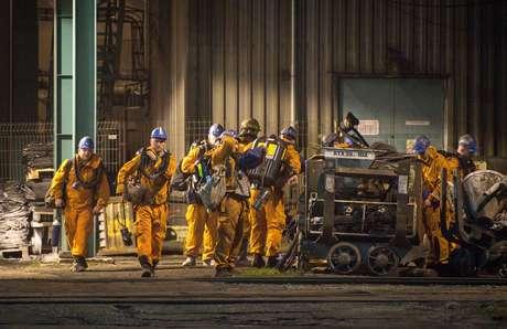 Equipe de resgate se prepara para buscar mineiros após explosão em Karvinca 20/12/2018 REUTERS/Stringer