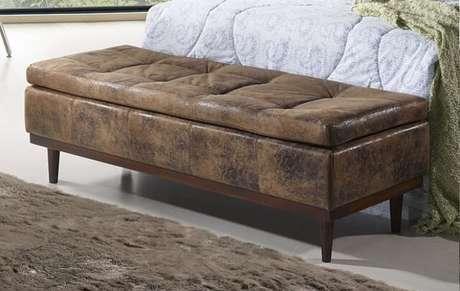 23. Os móveis estilo baú são ótimos aliados para você que quer saber como organizar a casa. Foto de Emerago