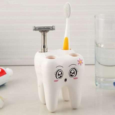 27. O porta-escovas de dente dá um lugar certo para ela e também pode ser usado para guardar outros objetos. Foto de Amazon