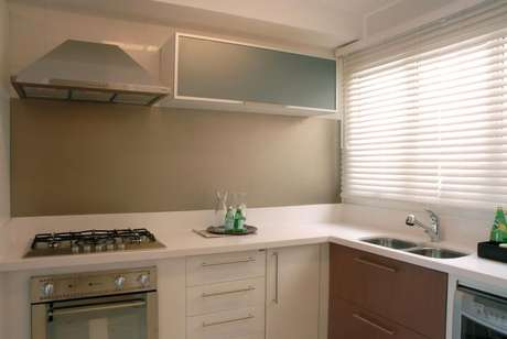 39. Limpar o fogão e os armários no dia a dia é até mais fácil do que deixar para limpar depois. Projeto de Teresinha Nigri