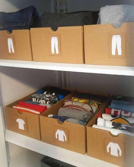 21. As caixas ajudam a organizar direitinho as roupas. Foto de Yandex
