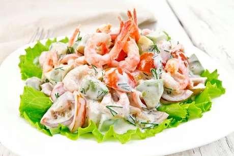 Tente incrementar sua salada com camarão