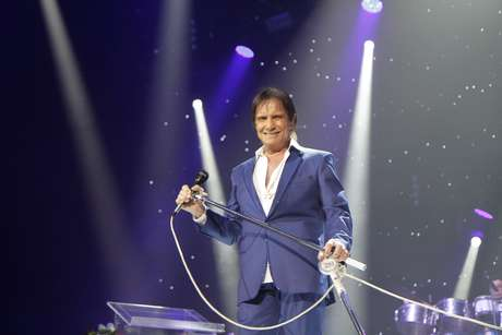 Roberto Carlos canta em show