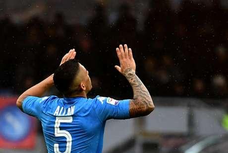 Allan vem se destacando pelo Napoli e foi convocado para a Seleção (FOTO: TIZIANA FABI / AFP)