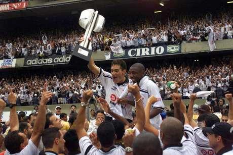 O Sport Clube Corinthians Paulista comemora a conquista do Campeonato Brasileiro de 1998, depois de vencer o Cruzeiro por 2x0, no Estádio do Morumbi.