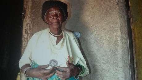 Em 2006, ela recebeu uma medalha por salvar dezenas de pessoas do genocídio