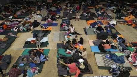 Donald Trump diz que migrantes terão de ficar no lado mexicano da fronteira até que seus casos sejam julgados