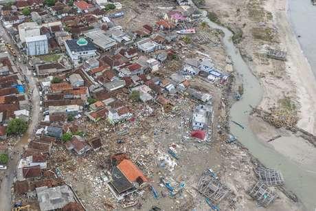 Visão aérea de área afetada por tsunami em Banten, na Indonésia 25/12/2018 Antara Foto/Muhammad Adimaja/via REUTERS