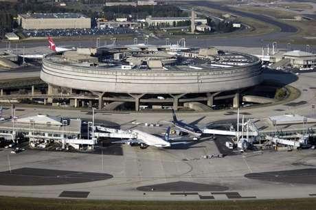 Visão geral de aeroporto Charles de Gaulle, em Paris
