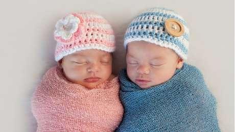 Estima-se que para cada 105 meninos que chegam ao mundo, nascem 100 meninas