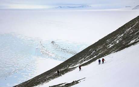 Americano quebra recorde ao atravessar Antártida sozinho